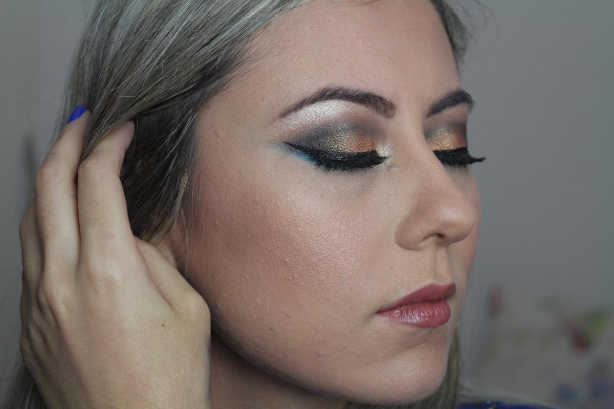 Maquiagem Cobre e Azul Turquesa