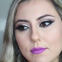 Maquiagem Clássica com Batom Violeta